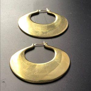 Beautiful oval shaped gold tone earrings